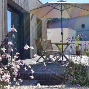 jardin mediteraneen terrasse bois capp paysage - Jardins d'ambiance